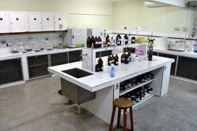 Lab Analise Fisico-Quimica - LAAE.JPG